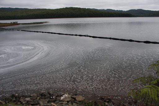 floating baffles insitu at a reservoir shows evidence of how it changed the water flows