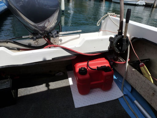oil absorbent pad to capture leak under fuel container on boat
