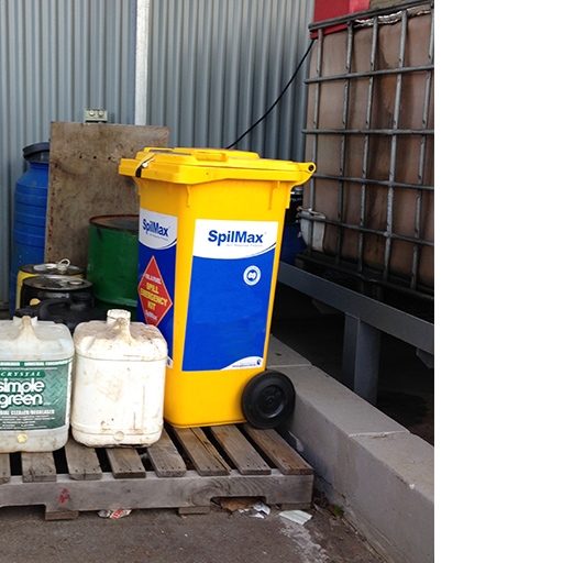 SpilMax 140L fuel and oil spill kit on worksite on pallet near IBC
